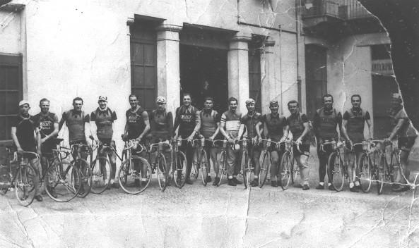 Foto di gruppo alla partenza della Milano-Sanremo 1938