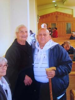 il sig. Angelo con l'anziana signora miracolata a Medjugorie