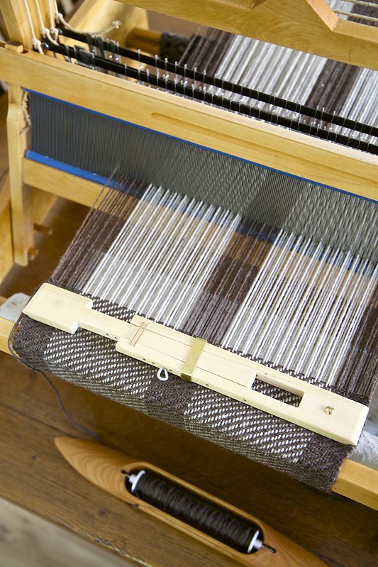 Twill on table loom