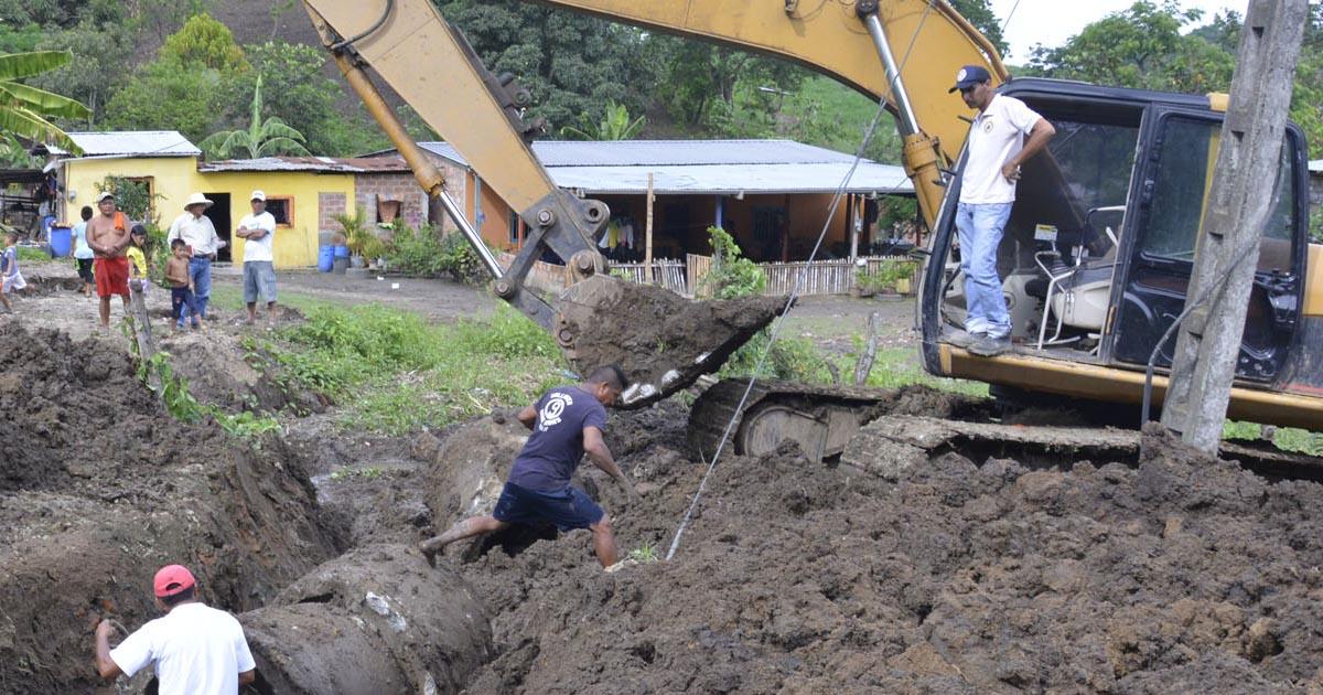 Maquinarias trabajan en el encausamiento de San Pablo