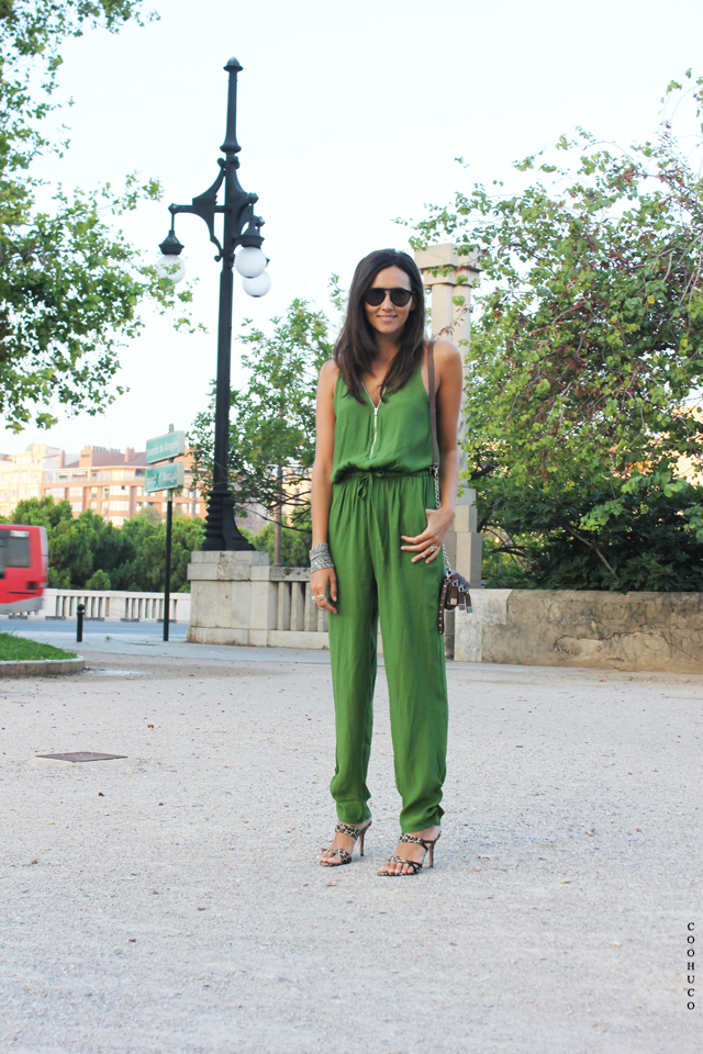 green jumpsuit coohuco 2