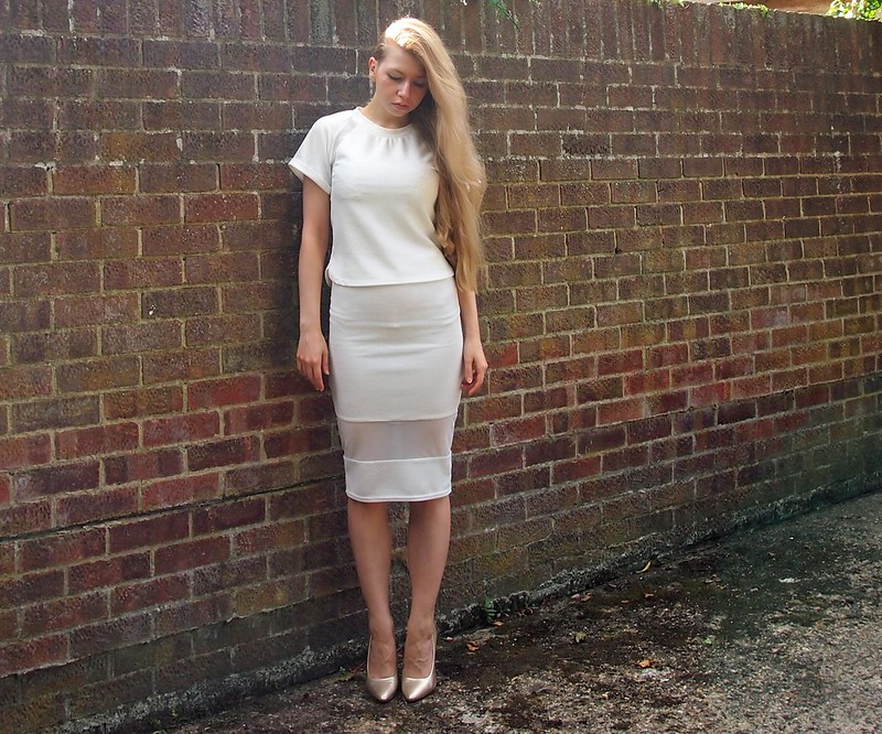 Primark, Mesh Panel, Sheer, Organza, Tee, T-Shirt, Pencil Skirt, Midi, Bodycon, White, Sports Luxe, SS14, How to Wear, Gold Court Shoes, F&F, Metallic, Heels, UK Fashion Blog, London Style Blogger, Sam Muses