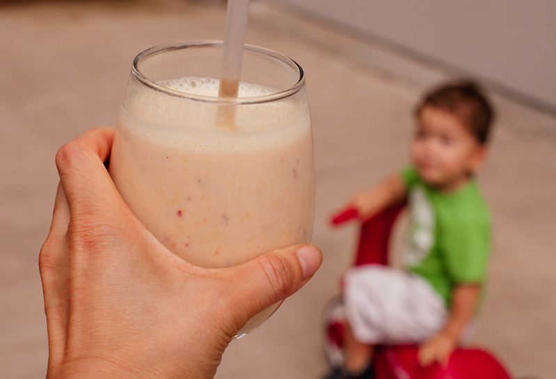 cute & little | peach tea smoothie recipe | caffeine-free, kid-friendly, perfect for summertime outdoors #trendtea #shop