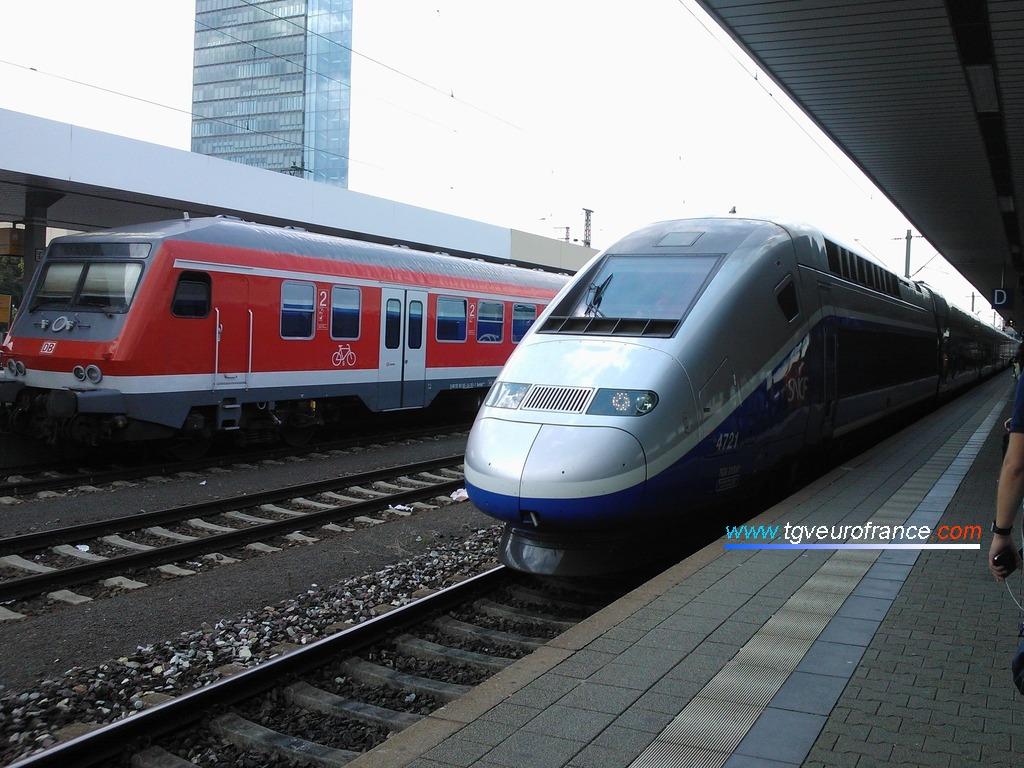 Un TGV Euroduplex (la rame 4721 de SNCF Voyages) entrant en gare de Mannheim Hbf