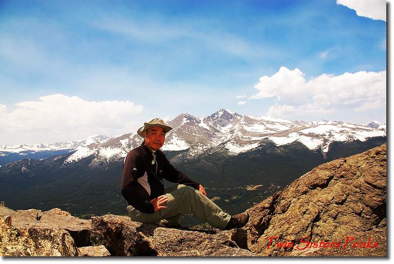 Twin Sisters東峰頂(背景為Longs Peak)