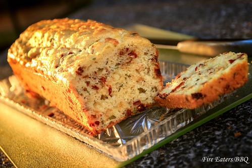 Tomaten-Käse Brot vom Grill