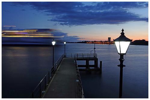 longexposure sunrise streetlight lamppost lamplight oldportsmouth portsmouthharbour victoriapier rx100