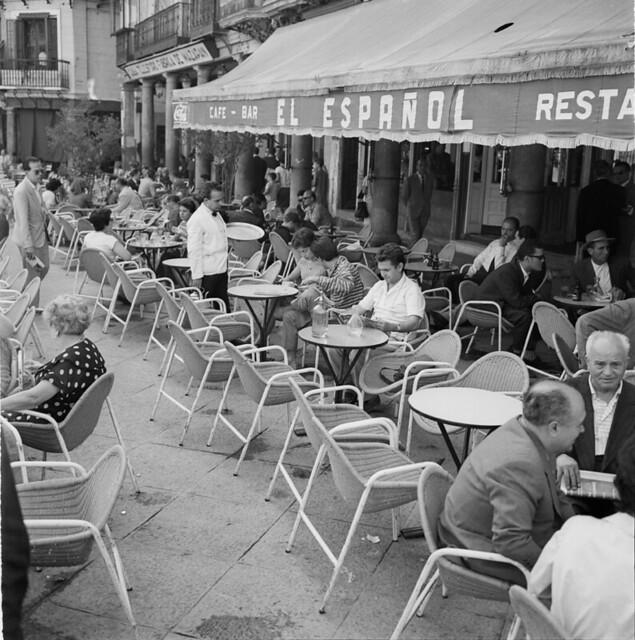 Café Español de Zocodover en los años 50. Fotografía de Francesc Catalá Roca © Arxiu Fotogràfic de l'Arxiu Històric del Col·legi d'Arquitectes de Catalunya. Signatura B_8574_713