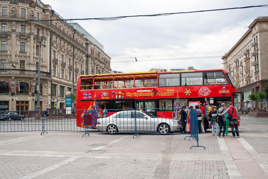 Москва. Центр. Двухэтажные экскурсии Как и во всех крупных столицах мира, в Москве тоже появились экускурсионные автобусы с билетами на 24 часа
