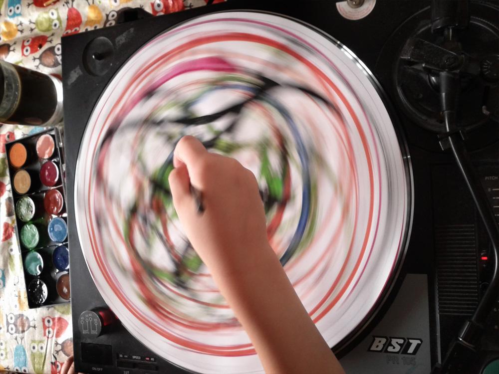 Plattenspieler malt perfekte Kreise. Fast.