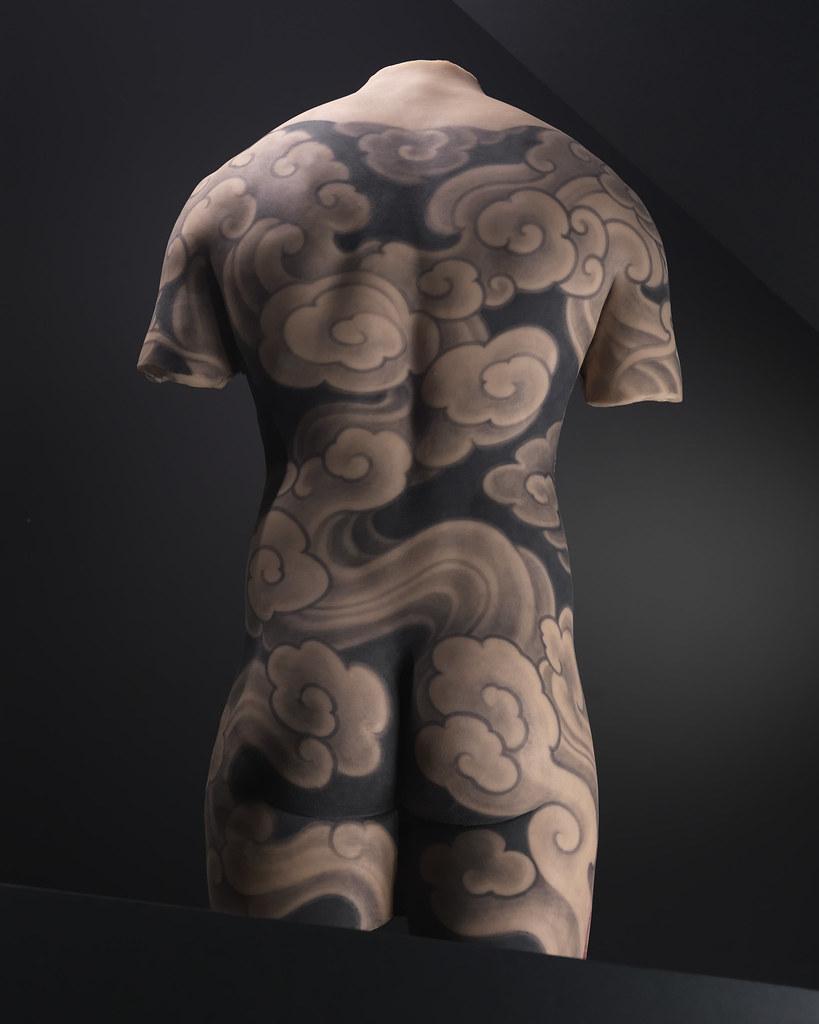 Motif de tatouage sur un dos masculin