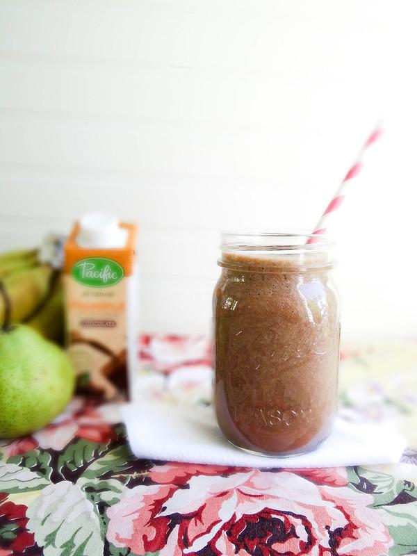 chocolate pear hazelnut smoothie