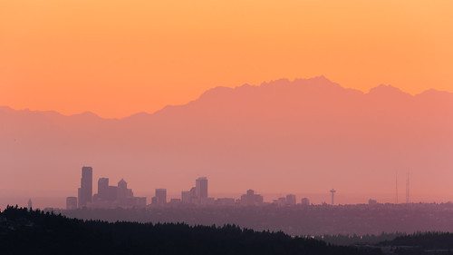 seattle city pacificnorthwest sunset mountains landscape cityscape olympicmountainrange sky canon spaceneedle downtown haze canonef100400mmf4556lisusm canoneos5dmarkiii clear johnwestrock