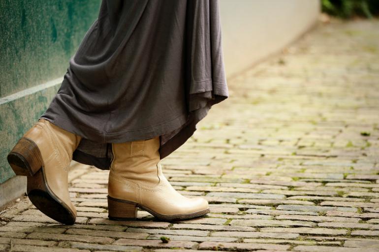 vanharen schoenen, leren enkellaarzen, beige leren laarzen, beige laarzen, maxi rok, oversized trui, oversized knit, boohoo, h&m, mac red blazer lipglass, models own hypergel naked glow, fashionology, outfit, herfst 2014, fashion blogger, fashion is a party