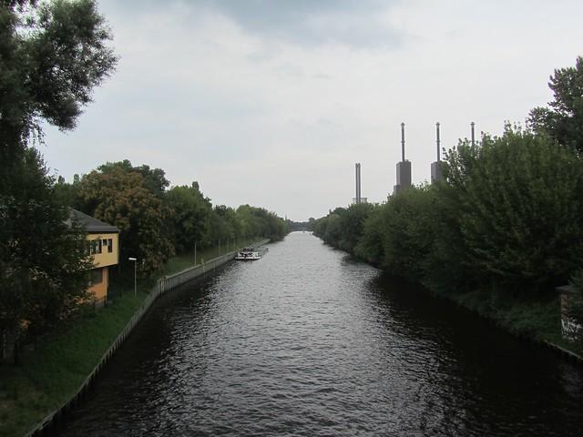 Nicht anders als bei uns. Ein Kanal mit Kraftwerk dran.