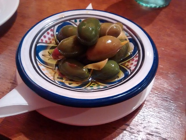 Barrio 2304 Olives