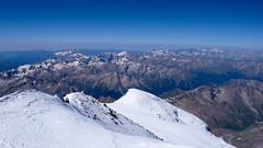 Widok ze szczytu Elbrus (5642m) na zachód.
