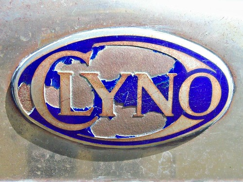 696 Clyno Badge