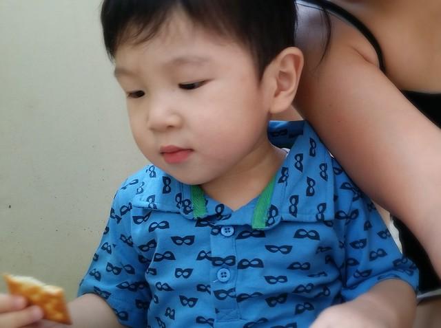 Super kid rests and have a tea break.