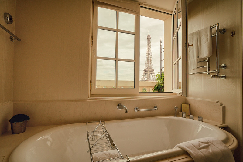 Paris - Shangri-La Hotel - Bathroom Eiffel Tower View