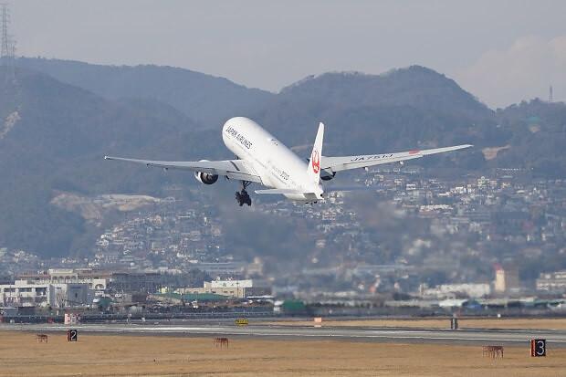 170309 JAL B777-300離陸2