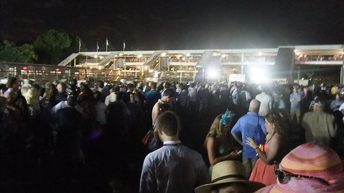 #SnapShot | 1,000's Dazed And Confused Waiting For Something After The #NYRA Tosses Everyone
