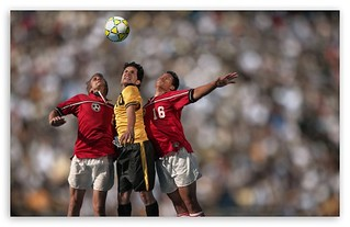 soccer_players_in_action-t2