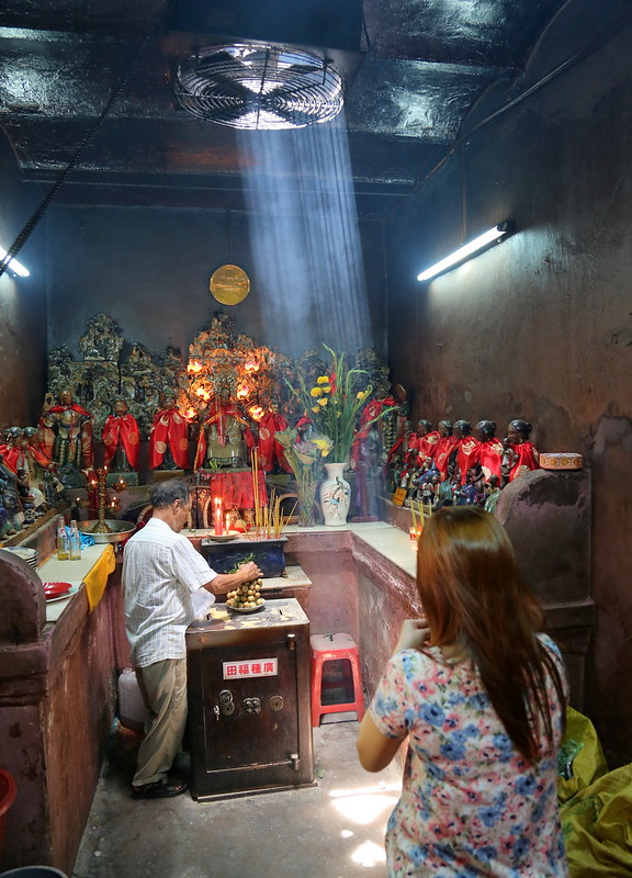 """Locals come to pray for pregnancies and smooth deliveries at Phước Hải Tự (福海寺, """"Luck Sea Temple"""" ) in Saigon"""