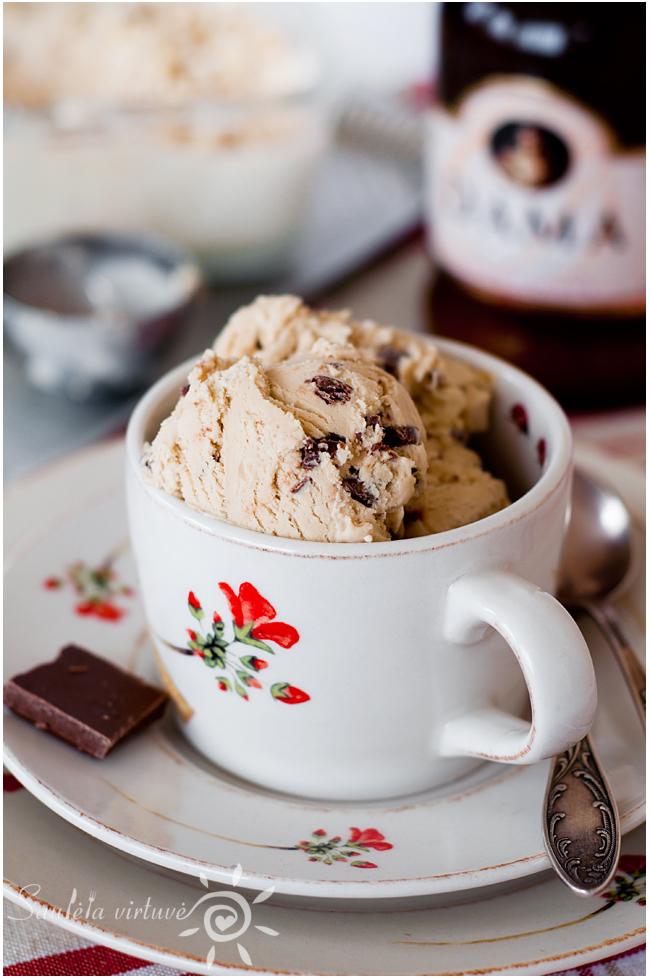 Kavos ledai su pieniško šokolado gabaliukais (1)
