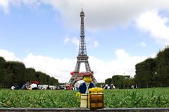 Sur le Champ de de Mars: la Tour Eiffel