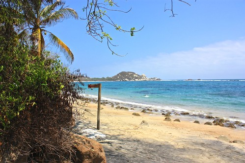 way to La Piscina beach