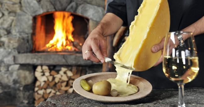 Švýcarské sýry každý pátek na Farmářských trzích.