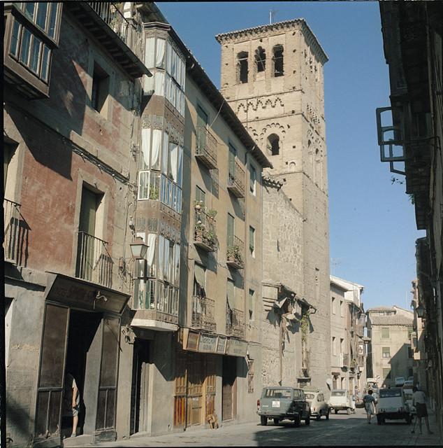 Calle de Santo Tomé en los años 60. Fotografía de Francesc Catalá Roca © Arxiu Fotogràfic de l'Arxiu Històric del Col·legi d'Arquitectes de Catalunya. Signatura B_39214_3510
