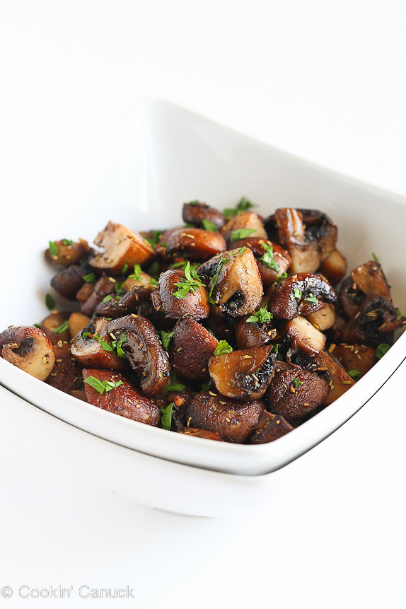 Easy Roasted Mushrooms Recipe with Rosemary and Garlic...It's hard to resist eating the whole bowl! 89 calories and 3 Weight Watchers SmartPoints #vegetarian #vegan