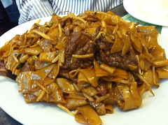 beef chow fun, meat, char kway teow, produce, food, dish, cuisine,