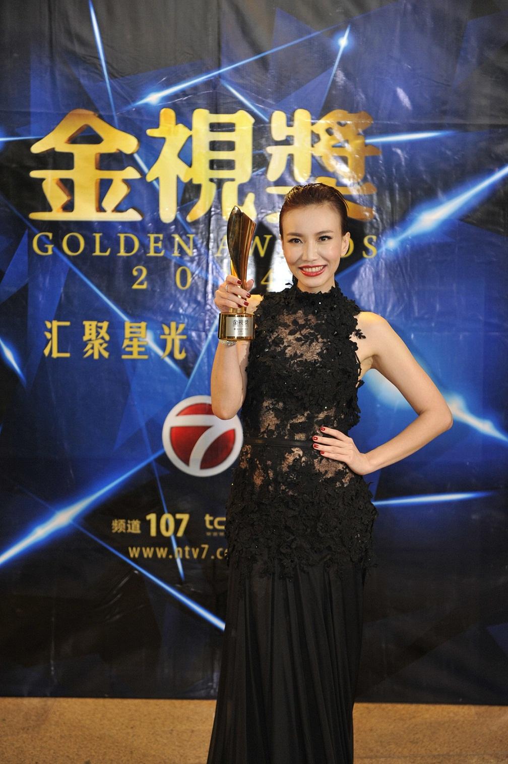 Pengacara Rancangan Majalah Terbaik - Lynn Lim (8 Mini Centuries)