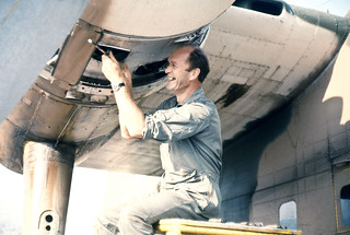1971 Bristol Freighter plug change by Flight Lieutenant Brian Grigg at Da Nang