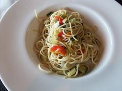 spaghetti alle vongole(0.0), linguine(0.0), fettuccine(0.0), produce(0.0), carbonara(0.0), noodle(1.0), italian food(1.0), fried noodles(1.0), bucatini(1.0), spaghetti(1.0), pasta(1.0), clam sauce(1.0), spaghetti aglio e olio(1.0), pici(1.0), food(1.0), dish(1.0), chinese noodles(1.0), capellini(1.0), cuisine(1.0), chow mein(1.0),