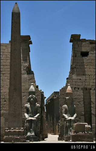 Seated statues of Ramses II