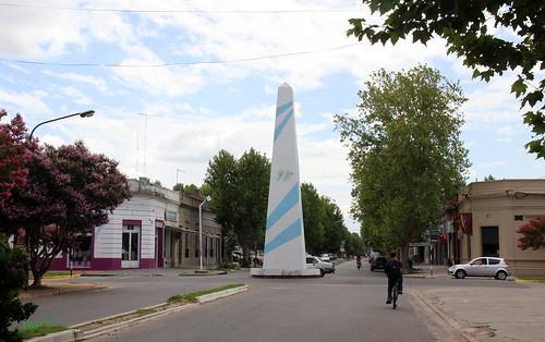 LAS FLORES: Obelisco
