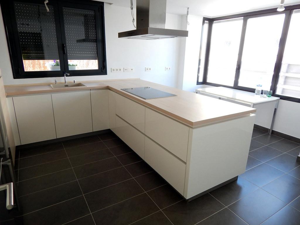 Muebles de cocina blanco alto brillo - Cocinas lacadas en blanco ...