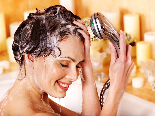 Dr. Joel Schlessinger explains the right way to shampoo and condition hair