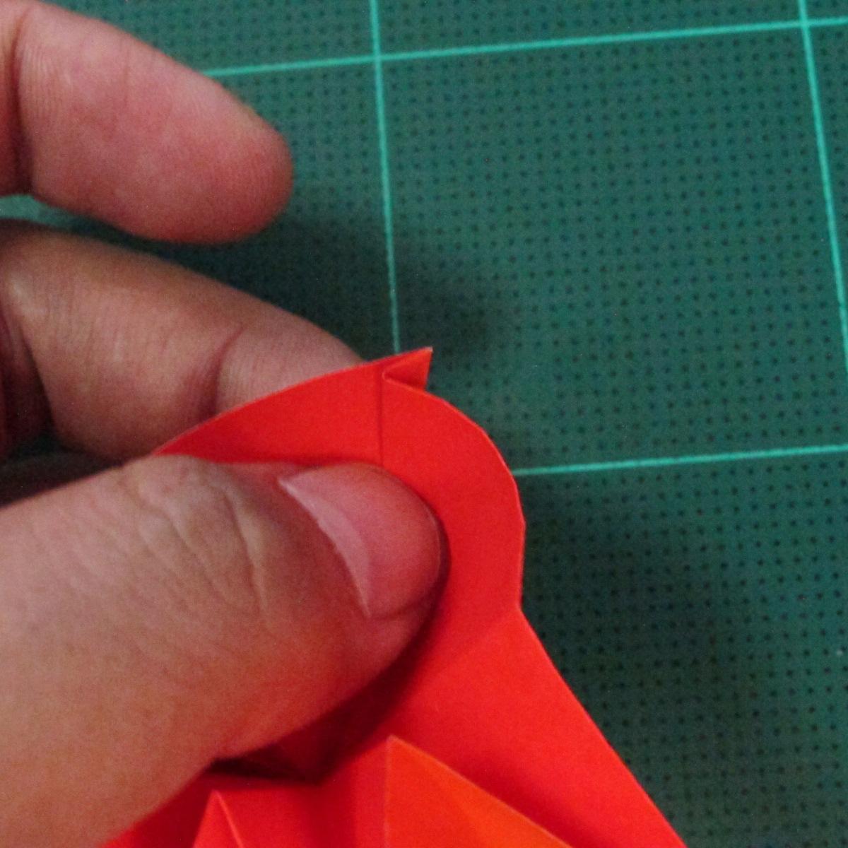 วิธีพับกระดาษเป็นช่อดอกไม้ติดอกเสื้อ (Origami Wedding Chest Flower) 022
