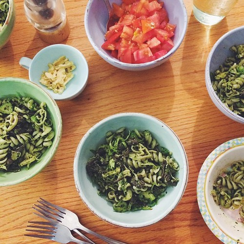At the bro's for bottom-of-the-all-the-boxes gf pasta with all-the-green-things-from-the-garden (kale, broccoli leaves, collards, cabbage) pesto.    #vsco #vscocam #vscofood [ #eatfoodphotos Aug 11 | #whatsfordinner ] #jjupandaway #family #dinner