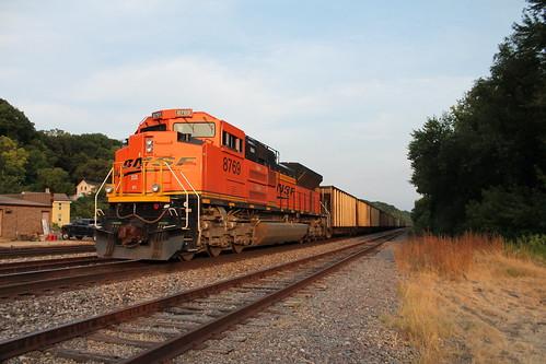 sunset illinois trains east dubuque bnsf sd70ace