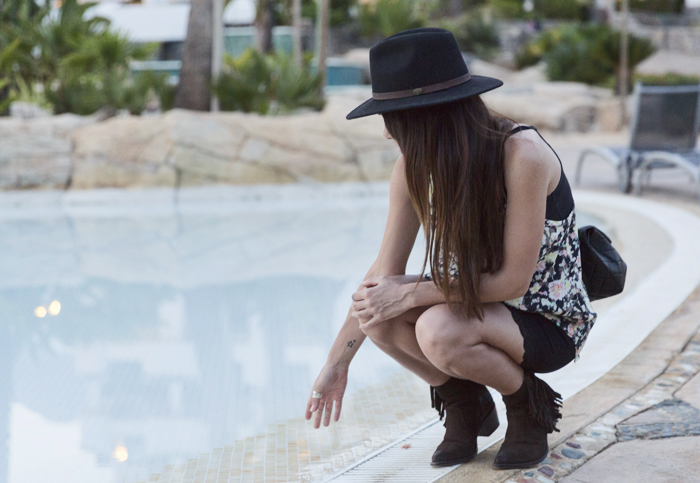 street style barbara crespo altea pool hotel travels sendra boots fashion blogger outfit blog de moda