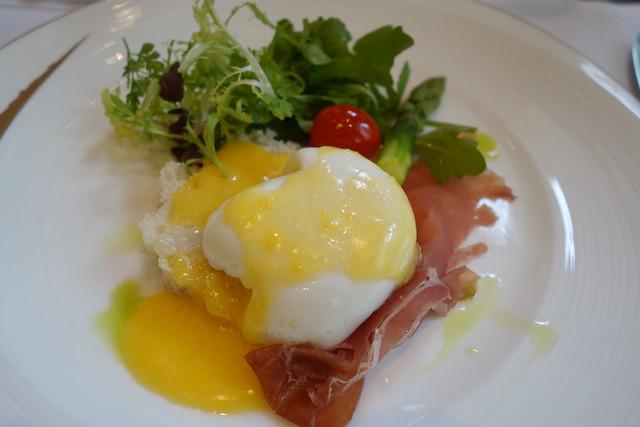 Egg Benedict with Parma Ham & Asparagus. Brasserie Les Saveurs. St. Regis Singapore