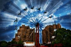 Une grande roue panoramique = Ferris Big Wheel  = Das Riesenrad = Veliki kružni vrtuljak = 摩天輪 = ◯ ⃝