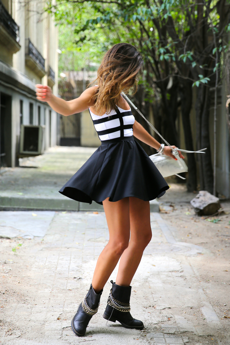 trendy_taste-look-outfit-street_style-ootd-blog-blogger-fashion_spain-moda_españa-natalia_cabezas-rocky-botas_moteras-steve_madden-silver_bag-bolso_plata-transition-vestido_rayas-striped_dress-7