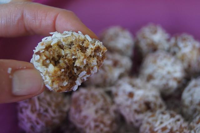 macadamia balls DSC08612
